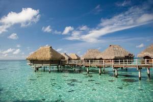 bungalow sobre a água do moorea foto
