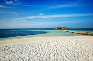 moradias na praia maldivas foto