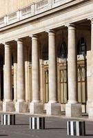 palácio real do palácio na cidade de paris foto