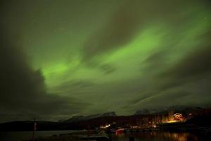 aurora boreal com aventura o frio em abisko, suécia. foto