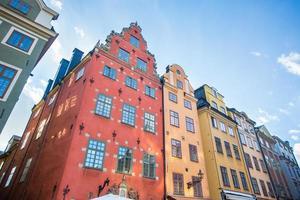 casas coloridas na cidade velha de Estocolmo foto