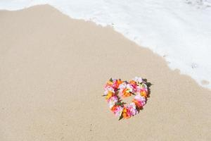 lei havaiana na praia do paraíso tropical