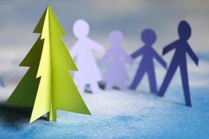família e árvore de papel de natal