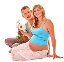 mulher gravida com marido foto