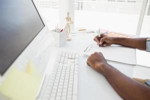 empresário, anotando no bloco de notas foto