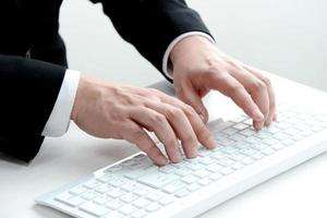cena de negócios, digitando com teclado foto
