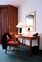 mesa em um escritório moderno foto
