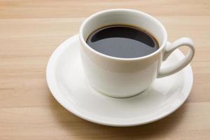 xícara de café em cima da mesa foto
