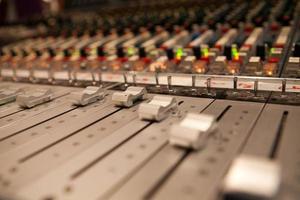 mesa de gravação de estúdio foto