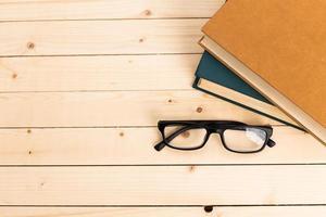 livros sobre a mesa. foto