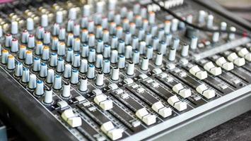 mesa do misturador da música do concerto ou do DJ foto