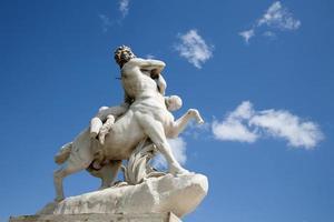 paris - estátua do centauro foto