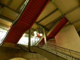 paris frança escada de metrô foto