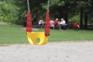 cadeira de balanço infantil foto