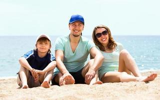 família com filho em férias foto