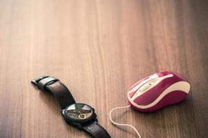 relógio de pulso e mouse usb