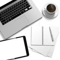 Configuração do local de trabalho 3D com tablet digital e documentos foto