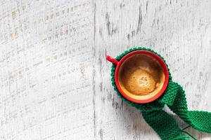 xícara de café sobre fundo branco, vista superior
