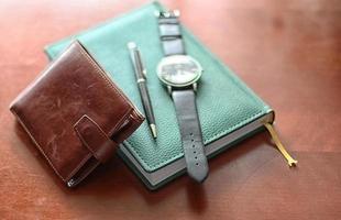 conjunto de homens carteira diário relógios foto