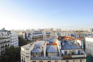 skyline de paris com telhados foto