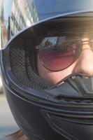 retrato de motociclista.