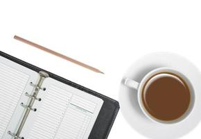 utensílios de escrita em fundo branco foto