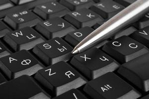 conceito de negócio, caneta e teclado foto