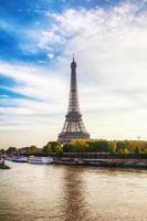 paisagem urbana de paris com torre eiffel foto