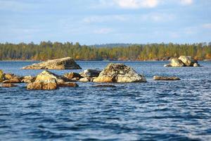 Lago inari na Finlândia.