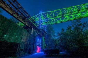 retrato noturno industrial