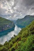 vista de geiranger fiord, noruega foto