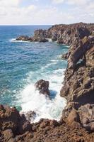 vista de los hervideros del agua em lanzarote, ilhas canárias