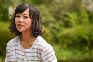 menina asiática sorrindo foto
