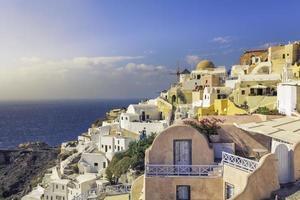 incrível vila de oia na ilha de santorini, grécia foto