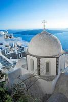 cúpulas da igreja de fira em fira, santorini foto