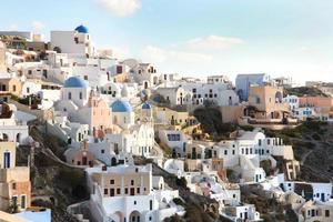 cidade de oia, santorini, cyclades, grécia. foto