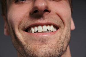 sorrindo de perto foto