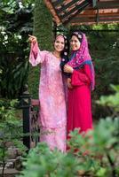 felizes mulheres árabes foto