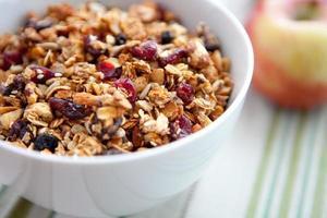 granola saudável em uma tigela foto