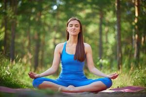 yoga no parque foto