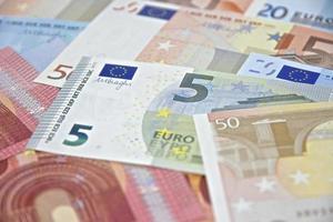 dinheiro - notas de euro - moeda da união europeia
