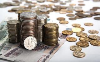 pilhas de rublos russos com nota foto