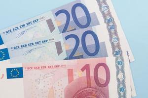 cinquenta euros em várias notas foto