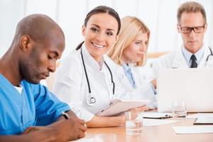 médico na reunião. foto