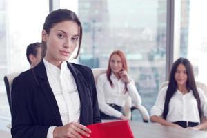 retrato de mulher de negócios e equipe