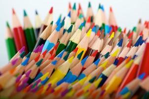 lápis de cor desorganizados foto