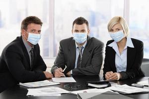 pessoas de negócios com medo do vírus da gripe suína foto