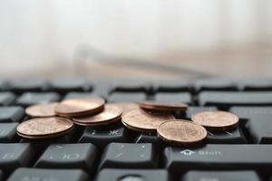 moedas no teclado foto