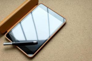 computador tablet touchscreen com máscara e caneta tablet foto