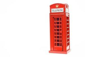 cabine de telefone vermelha isolada no fundo branco